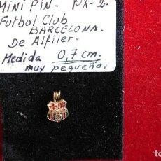 Coleccionismo deportivo: PX.- 2.- PIN DE ALFILER DEL- FUTBOL CLUB BARCELONA -MED. 0,7 CM.- MUY PEQUEÑO , RARO EN ESTA MEDIDA . Lote 142238570
