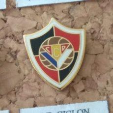 Coleccionismo deportivo: PIN FÚTBOL, C. D. CICLÓN. Lote 143151525