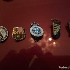 Coleccionismo deportivo: LOTE 5 PINS DE FÚTBOL. Lote 143175938