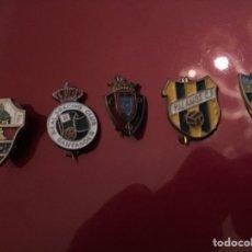 Coleccionismo deportivo: LOTE 5 PINS DE FÚTBOL. Lote 143177161