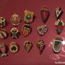 Coleccionismo deportivo: LOTE DE 15 PINS DE FUTBOL. Lote 143182308