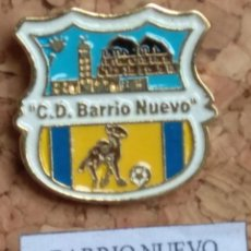Coleccionismo deportivo: PIN FÚTBOL, BARRIO NUEVO. Lote 143572294