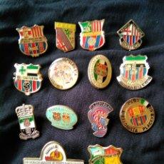 Coleccionismo deportivo: LOTE DE 14 PIN S PEÑAS PEÑA PENYA BARCELONISTA F C BARCELONA BARÇA. Lote 143885561
