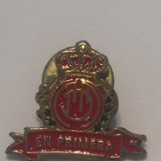 Coleccionismo deportivo: PIN R.C.D MALLORCA (EN PRIMERA) 2X2CM. Lote 144206058