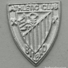Coleccionismo deportivo: PIN ATHLETIC DE BILBAO EN PLATA DE LEY - 14X16MM. Lote 147317234