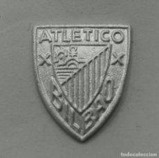 Coleccionismo deportivo: PIN ATLETICO BILBAO EN PLATA DE LEY - 12X14MM. Lote 147317530