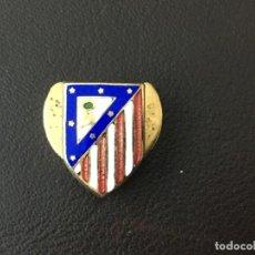 Coleccionismo deportivo: INSIGNIA ESMALTADA ATLETICO DE MADRID SOLAPA . Lote 147335282