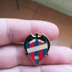 Coleccionismo deportivo: BONITO PIN ANTIGUO DEL LEVANTE UD.. Lote 147337682