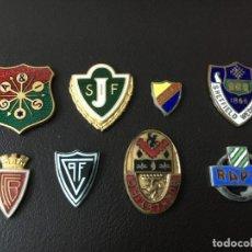 Coleccionismo deportivo: INSIGNIAS PINS FUTBOL EUROPA ESMALTADAS SIN ENGANCHE EN PARTE TRASERA. Lote 147337770