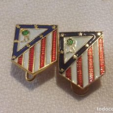 Coleccionismo deportivo: DOS INSIGNIAS SOLAPA Y ALFILER ATLÉTICO DE MADRID. Lote 148229326