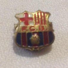 Coleccionismo deportivo: INSIGNIA SOLAPA/OJAL F.C. BARCELONA . Lote 148230382