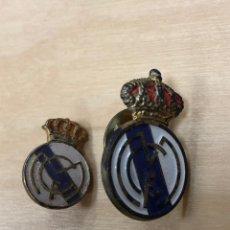 Coleccionismo deportivo: 2 ANTIGUOS PINS DEL REAL MADRID.. Lote 148322613