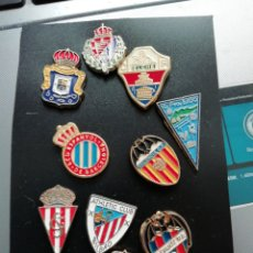 Coleccionismo deportivo: LOTE DE 10 PINS, DE EQUIPOS DE FÚTBOL ESPAÑOLES. Lote 149574910