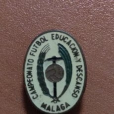 Coleccionismo deportivo: ANTIGUO PIN CAMPEONATO FUTBOL EDUCACION Y DESCANSO MALAGA. Lote 150851214