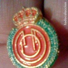Coleccionismo deportivo: MALLORCA REAL CLUB PIN FUTBOL PINTURA LACADA. Lote 151434458
