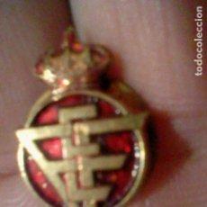 Coleccionismo deportivo: FEDERACION FUTBOL ESPAÑOLA PIN ANTIGUA. Lote 151435386