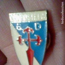 Coleccionismo deportivo: COMPOSTELA SOCIEDAD DEPORTIVA PINTURA LACADA FUTBOL PIN . Lote 151435618