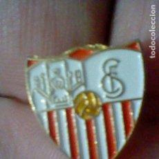 Coleccionismo deportivo: SEVILLA CLUB FUTBOL PIN PINTURA LACADA . Lote 151436570
