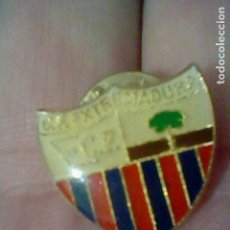 Coleccionismo deportivo: EXTREMADURA CLUB FUTBOL PIN GOTA BARRAS BLAU GRANA ARBOL. Lote 151437374
