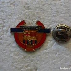 Coleccionismo deportivo: PIN DEL FÚTBOL CLUB BARCELONA. MÁS QUE UN CLUB. Lote 152673542