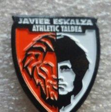 Coleccionismo deportivo: ATHLETIC CLUB BILBAO PIN PEÑA JAVIER ESKALZA DE ARRANKUDIAGA. Lote 155704678