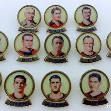 Coleccionismo deportivo: LOTE 13 PINS JUGADORES FUTBOL CLUB BARCELONA. PINS MARCA LINEVA F.C.B.. Lote 153654066