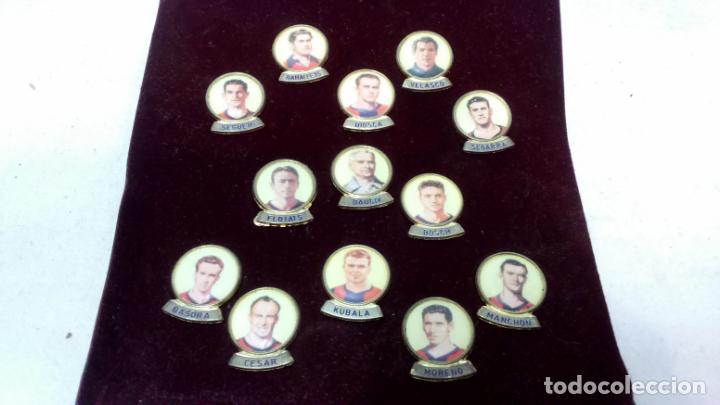 Coleccionismo deportivo: LOTE 13 PINS JUGADORES FUTBOL CLUB BARCELONA. PINS MARCA LINEVA F.C.B. - Foto 2 - 153654066