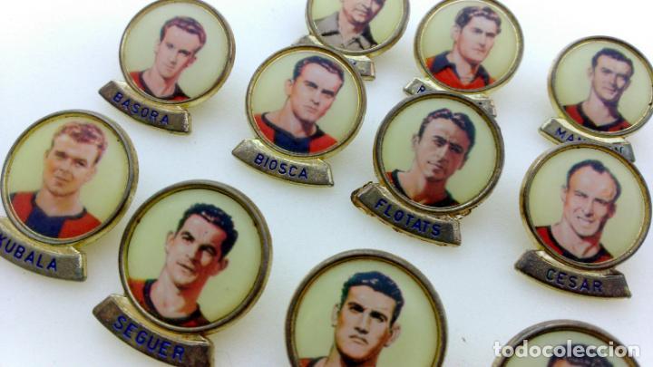 Coleccionismo deportivo: LOTE 13 PINS JUGADORES FUTBOL CLUB BARCELONA. PINS MARCA LINEVA F.C.B. - Foto 4 - 153654066