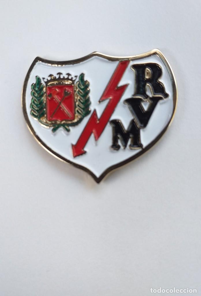 PIN GRANDE FUTBOL - ESCUDO DEL EQUIPO RAYO VALLECANO DE MADRID (Coleccionismo Deportivo - Pins de Deportes - Fútbol)