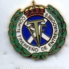 Coleccionismo deportivo: PIN-COMITÉ TINERFEÑO DE ENTRENADORES DE FUTBOL. Lote 155111602