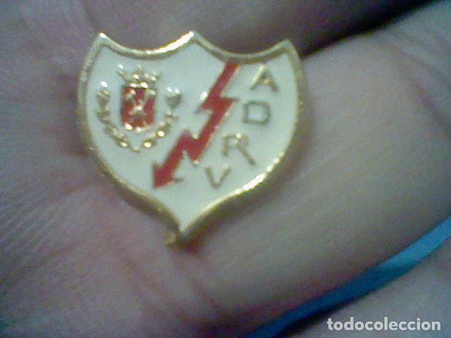 RAYO VALLECANO MADRID ASOCIACION DEPORTIVA PIN FUTBOL PINTURA LACADA (Coleccionismo Deportivo - Pins de Deportes - Fútbol)