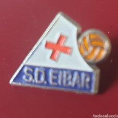 Coleccionismo deportivo: BONITO PIN FUTBOL S D. EIBAR. Lote 155692761