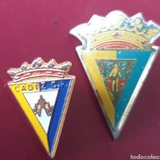 Coleccionismo deportivo: DOS PINS BONITOS CADIZ C.F. FUTBOL. Lote 155698944