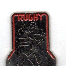 Coleccionismo deportivo: PIN-FEDERACIÓN GUIPUZCOANA DE RUGBY. Lote 155705282