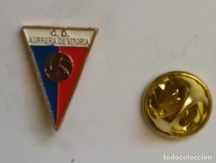 PIN FÚTBOL - CLUB DEPORTIVO AURRERA VITORIA DE ÁLAVA. (Coleccionismo Deportivo - Pins de Deportes - Fútbol)
