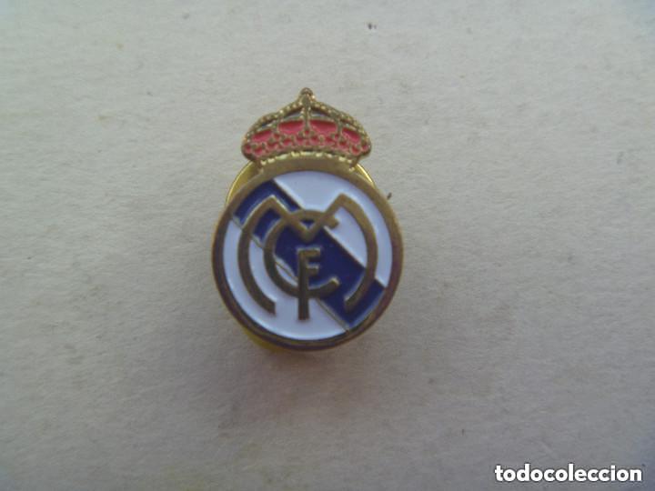 PIN DE FUTBOL : ESCUDO DEL REAL MADRID. (Coleccionismo Deportivo - Pins de Deportes - Fútbol)