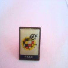 Coleccionismo deportivo: PINS MARCA REAL FEDERACIÓN ESPAÑOLA DE FÚTBOL. Lote 156238278