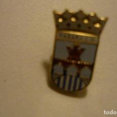 Coleccionismo deportivo: PIN FUTBOL NAXARA CD. Lote 156418358