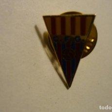 Coleccionismo deportivo: PIN FUTBOL CF GAVA-FED-CATALANA. Lote 156419614