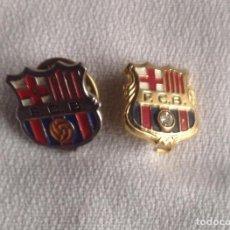 Coleccionismo deportivo: DOS INSIGNIAS FC BARCELONA UNA DE AGUJA CON PIEDRA. Lote 157749562