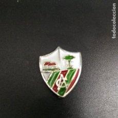 Coleccionismo deportivo: PIN FUTBOL VASCO APURTUARTE CLUB FUTBOL ANTIGUO Y ORIGINAL RARO VIZCAYA. Lote 158447738
