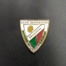 Coleccionismo deportivo: PIN FUTBOL VASCO CLUB DEPORTIVO IBARSUSI BILBAO ANTIGUO ORIGINAL ESMALTADO UNICO TC RARO VIZCAYA . Lote 158589914