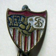 Coleccionismo deportivo: VIEJO PIN DEL CF SEVILLA DE ALFILER MUY PEQUEÑO. Lote 158649026