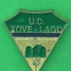 Coleccionismo deportivo: INSIGNIA/PIN DEL EQUIPO DE FÚTBOL UD XOVE - LAGO (LUGO). Lote 158801758