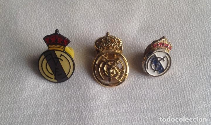 Coleccionismo deportivo: REAL MADRID C.F. : LOTE 3 PINS INSIGNIAS ESCUDOS REAL MADRID - Foto 1 - 159409594