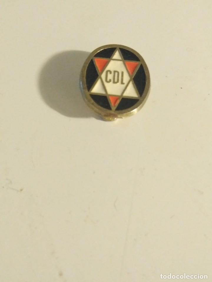 PIN INSIGNIA DE ESCUDO DE LOGROÑÉS CDL . DE FUTBOL VER FOTOS (Coleccionismo Deportivo - Pins de Deportes - Fútbol)