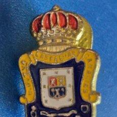 Coleccionismo deportivo: PIN DE LA UD UNION DEPORTIVA LAS PALMAS DE GRAN CANARIA FUTBOL ESCUDO. PIN INSIGNIA. OJAL DE SOLAPA.. Lote 159657346