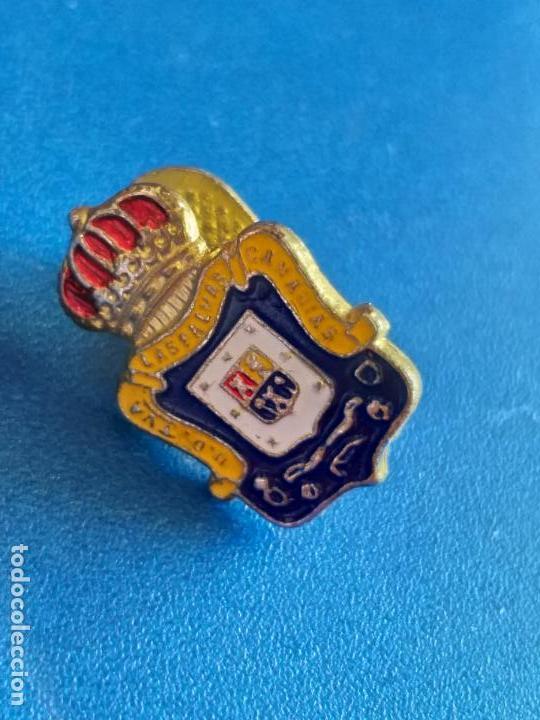Coleccionismo deportivo: PIN DE LA UD UNION DEPORTIVA LAS PALMAS DE GRAN CANARIA FUTBOL ESCUDO. PIN INSIGNIA. OJAL DE SOLAPA. - Foto 2 - 210103525