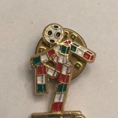 Coleccionismo deportivo: PIN CIAO MASCOTA CAMPEONATO MUNDO FUTBOL ITALIA 1990. Lote 159861962
