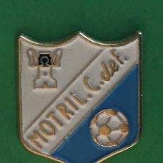 Coleccionismo deportivo: INSIGNIA/PIN DEL EQUIPO DE FÚTBOL MOTRIL CF (GRANADA). Lote 159905714